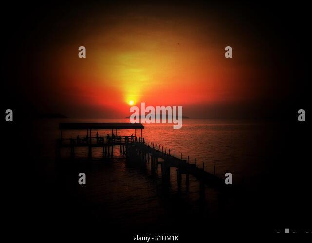 Sonnenuntergang in Ries Strand, Kambodscha Stockbild
