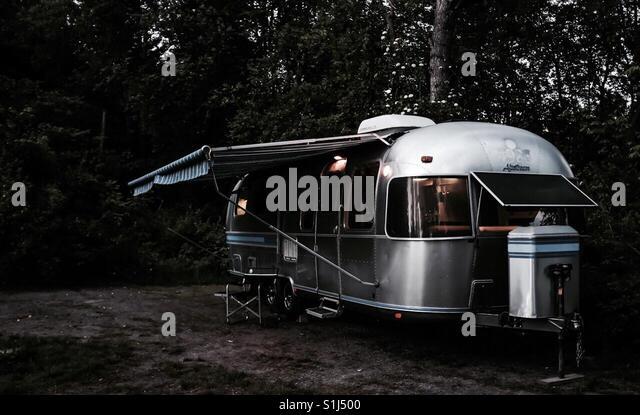 Ein Airstream Wohnwagen geparkt auf einem Campingplatz in Ontario, Kanada. Stockbild