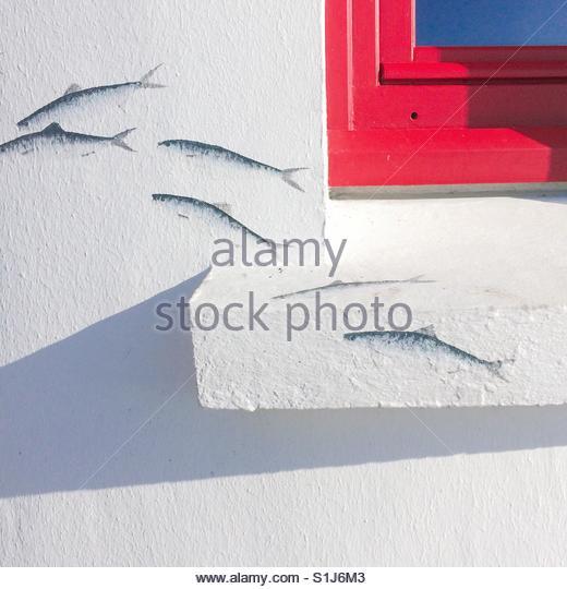Fisch-Wandbild auf einem Haus im Brittany France Stockbild