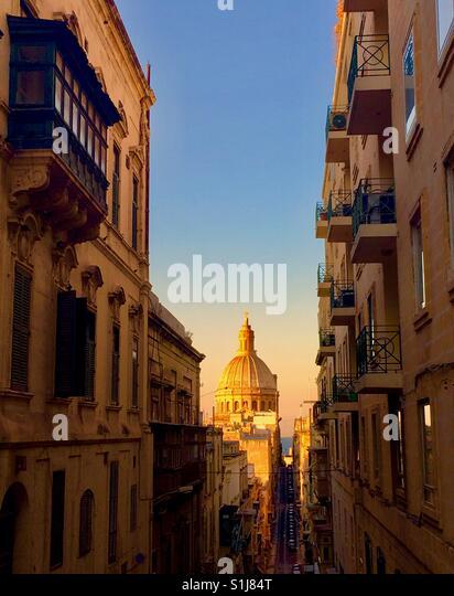 Die Basilika der Muttergottes von Karmel in Valletta während des Sonnenuntergangs. Stockbild
