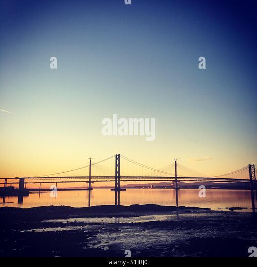 Forth Bridges, Schottland in der Abenddämmerung Stockbild