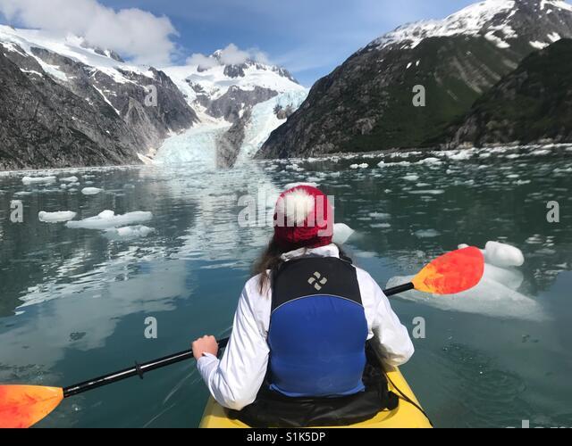 Kajakfahren in den Golf von Alaska Stockbild