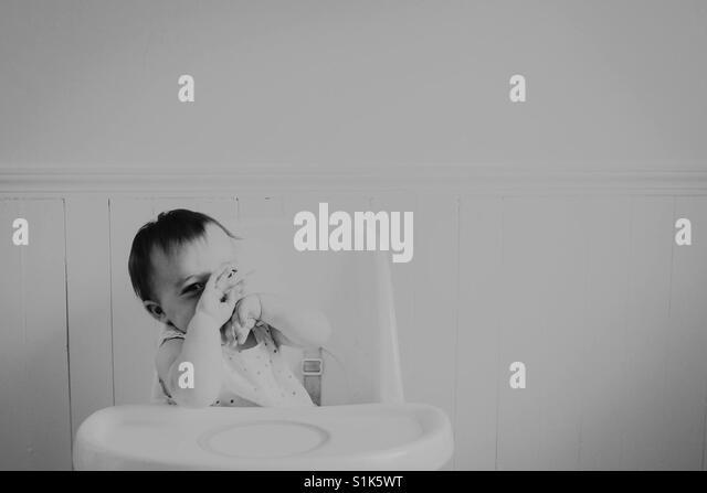 Baby in Graustufen Stockbild