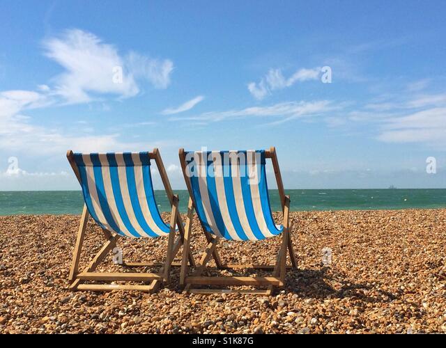 Liegestühle, Blick auf das Meer. Stockbild