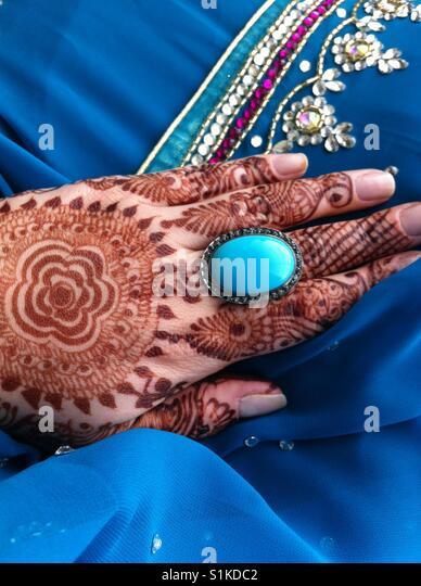 Türkis und schwarz Diamanten Ring für eine besondere Hochzeit Stockbild