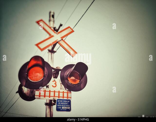 Blitzleuchten Signal am Auto Bahnübergang. British Columbia, Kanada. Stockbild