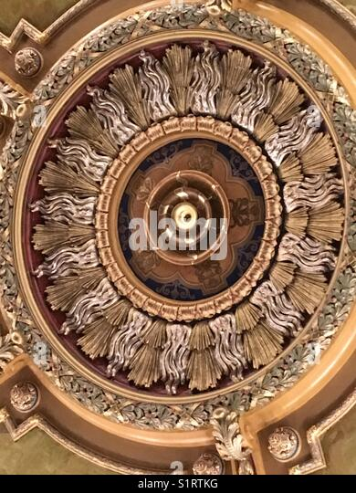 Eine Rotunde von Kastanienbraun und Gold ein 100 Jahre altes Gebäude im Staat New York verschönern. Stockbild