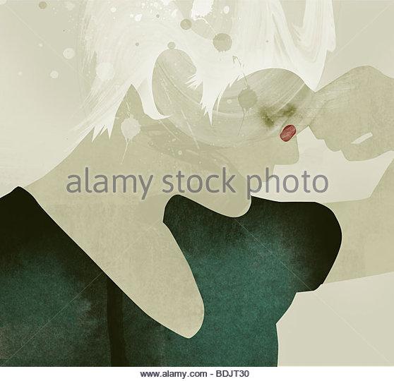 Mujer con ojos cerrados pinzando la nariz Imagen De Stock