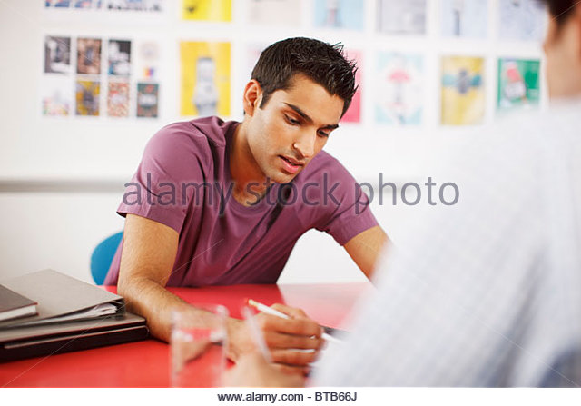 Hombres hablando en reunión Imagen De Stock