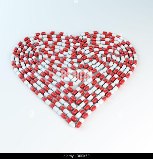 Cápsulas de color rojo y blanco formando un corazón shap Imagen De Stock