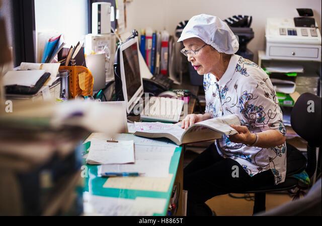Unit im genes de stock unit fotos de stock alamy for Maduras en la oficina
