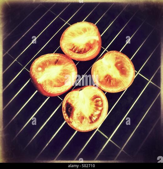 Los tomates en la parrilla Imagen De Stock