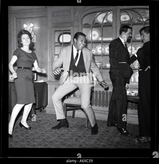 Chubby Checker faisant la torsion. Photo par Harry Hammond, 1960. Photo Stock
