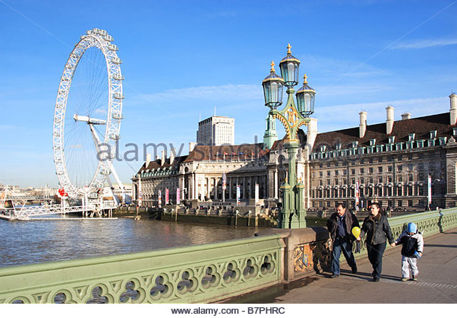 Le London Eye au-delà de la Tamise Photo Stock