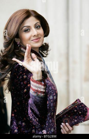 L'actrice indienne Shilpa Shetty film star de Bollywood porte velvet sherwani pour l'abbaye de Westminster Photo Stock