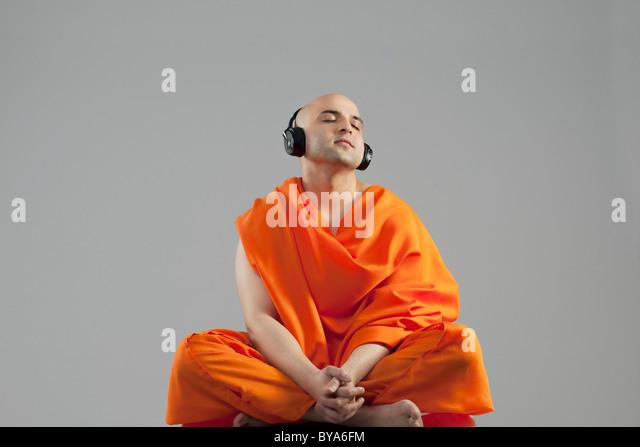 Monk à écouter de la musique Photo Stock