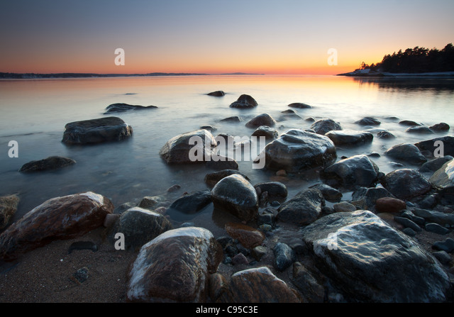 Paysage côtier au crépuscule au four à Råde kommune, Østfold fylke, la Norvège. Photo Stock