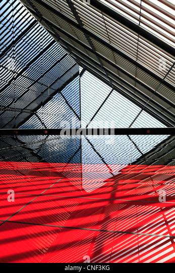 Résumé des lignes de construction, les réflexions et les ombres Photo Stock