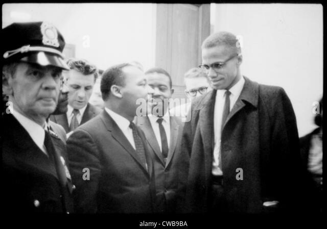 Martin Luther King Jr., et Malcolm X, en attente de la conférence de presse, 1964. Photo Stock