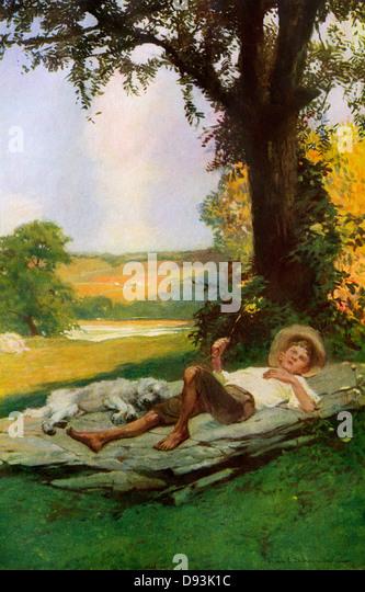 Garçon couché sous un arbre d'ombrage avec son chien mignon, au début des années 1900. Photo Stock