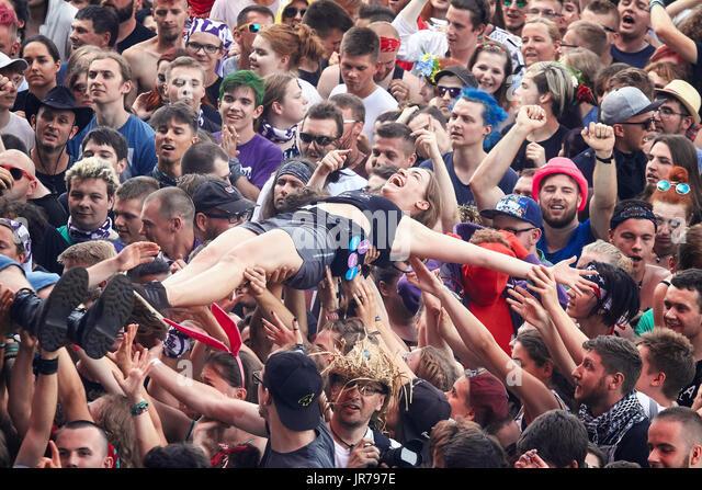 Nowy, Pologne. 3 Août, 2017. Les gens s'amuser lors d'un concert au 23ème Festival de Woodstock Photo Stock