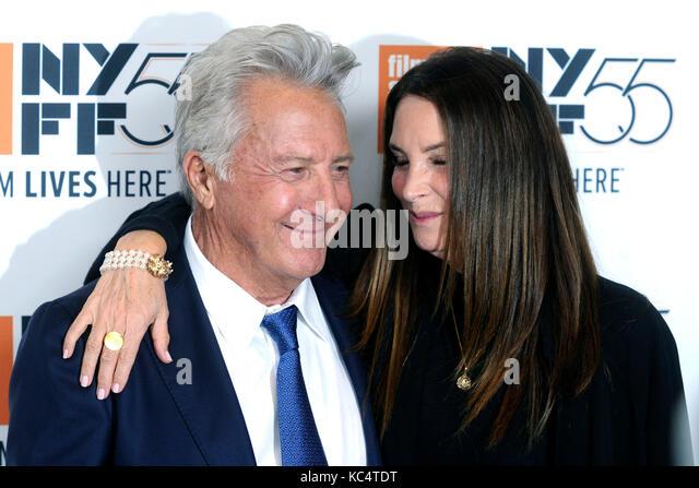 Dustin Hoffman et sa femme lisa assister à 'la meyerowitz stories' premiere pendant le 55e festival Photo Stock