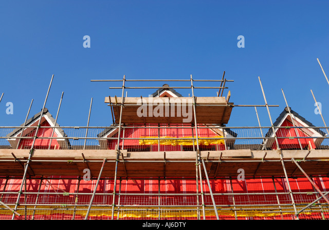 Nuovo ambiente edifici residenziali che mostra la cavità di rosa il materiale isolante utilizzato per la costruzione. Immagini Stock