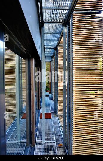 Parigi, Francia, Green House, casa passiva, dettaglio, sfumature di bambù isolato al di fuori delle porte in Immagini Stock