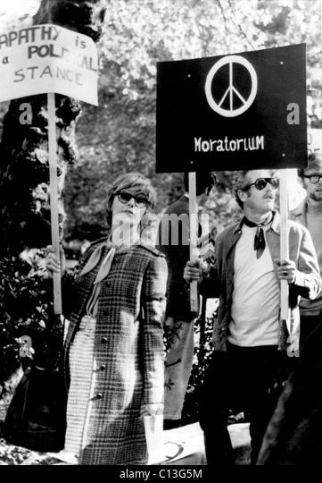 JOANNE WOODWARD e Paul Newman protestare contro la guerra in Vietnam, 1969 Immagini Stock