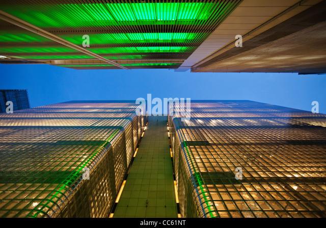 Giappone, Tokyo, Ginza, Maison Hermes Store e costruzione di Sony Immagini Stock