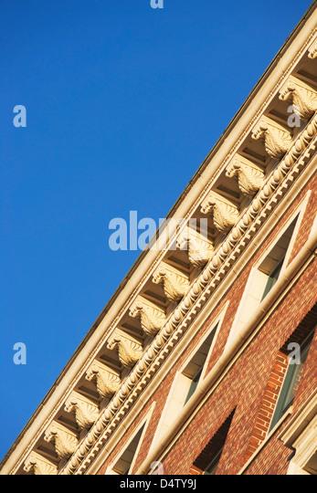 Basso angolo vista della sporgenza del tetto Immagini Stock