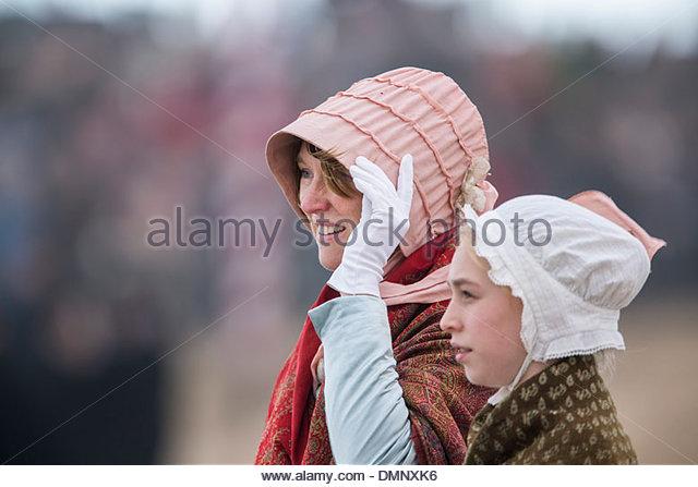 Paesi Bassi, Scheveningen. Bicentenario. Storico sbarco a Scheveningen Beach. I pescatori e le donne in costume Immagini Stock
