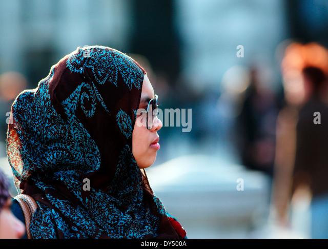 Ragazzina musulmana in testa sciarpa Immagini Stock