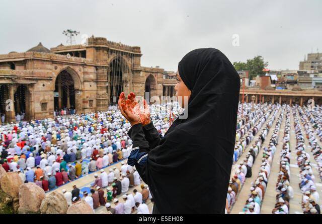 Ahmedabad, India. 29 Luglio, 2014. I musulmani che celebra l'Eid al-Fitr che segna la fine del mese di Ramadan, Immagini Stock