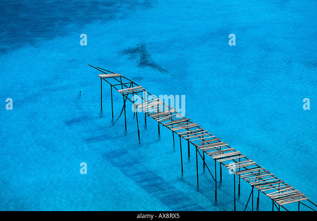 Cais de madeira perto de Porticello quebrado, Lipari Island, Ilhas Eólias, Itália Imagens de Stock