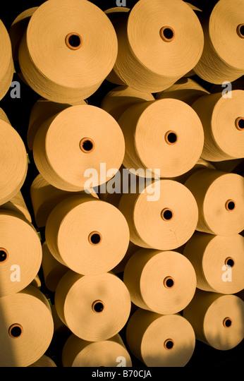 Indore , Índia Fibras Mahima Ltd. produzir fábrica de fiação de fio de algodão a partir Imagens de Stock