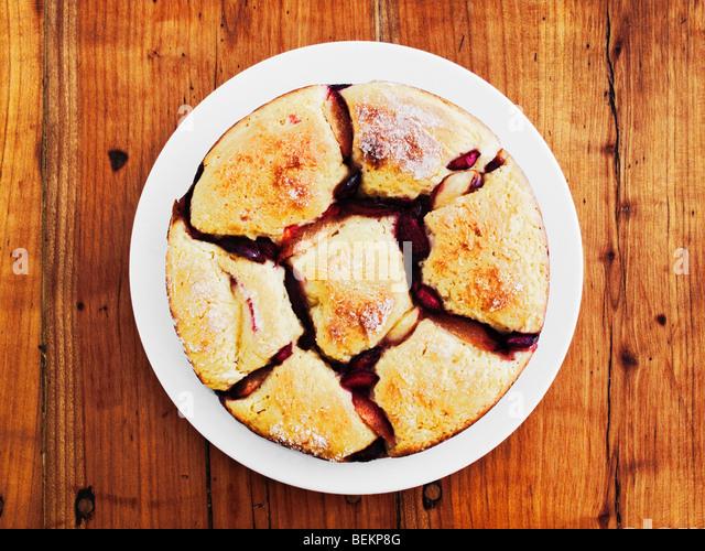 Pão austríaco Almôndega com frutas na mesa de madeira rústica Imagens de Stock