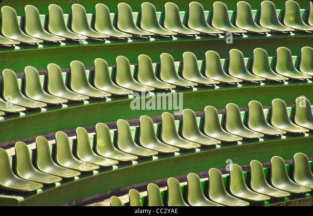 México, Guerrero, Ixtapa, fileiras de assentos verde Imagens de Stock