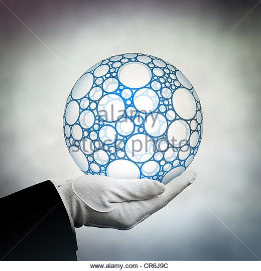 segurando o globo Imagens de Stock