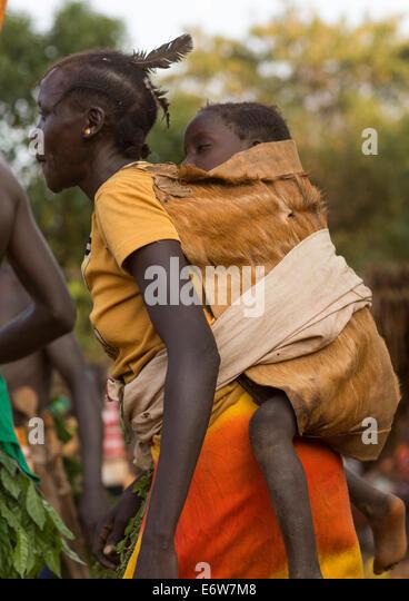 Majang tribo mulher com seu bebê, Kobown, Etiópia Imagens de Stock