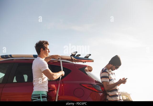 Amigos na viagem de estrada Imagens de Stock