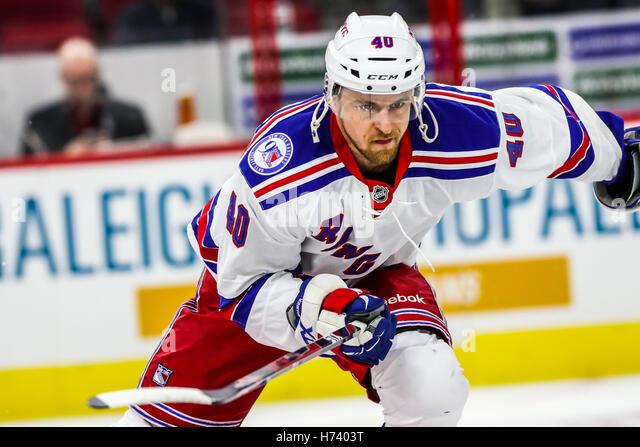 29 de Outubro, 2016 - Raleigh, Carolina do Norte, EUA - New York Rangers ala direita Michael Grabner (40) Durante Imagens de Stock