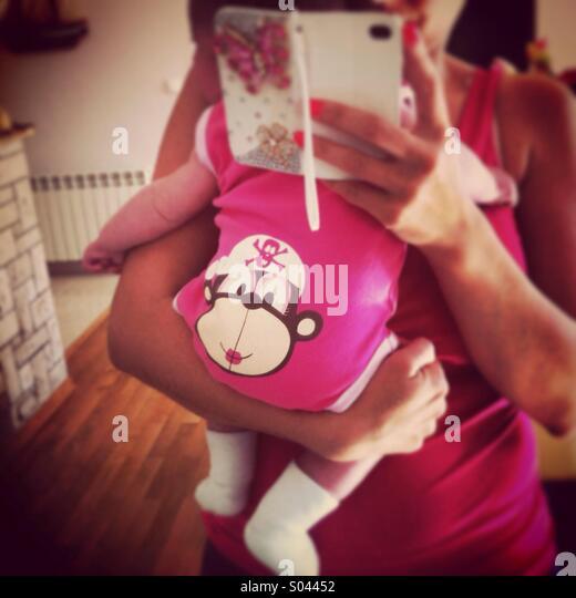 Mãe segurando o bebé Imagens de Stock